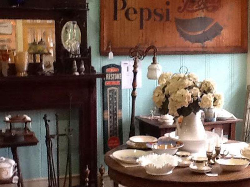 Twin-Peaks-Antiques | AlbergoAllegria Bed & Breakfast | Catskills, NY
