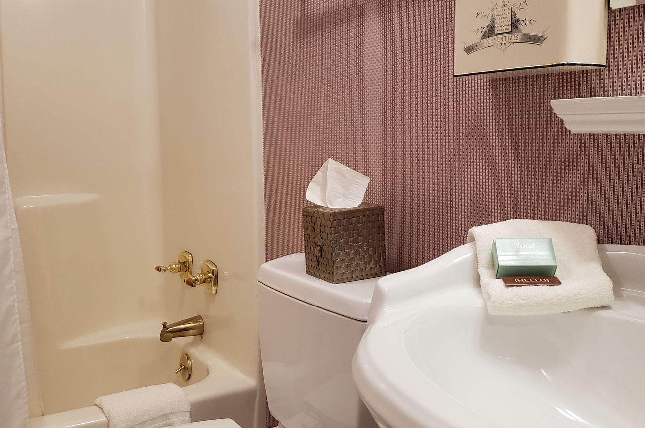 Bathroom Photo Room 4 | AlbergoAllegriaHotelandbreakfastrestaurant | Windham NY