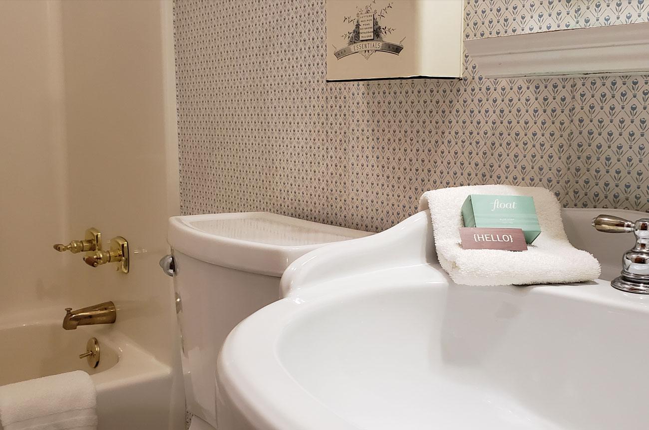 Bathroom Room 5 | AlbergoAllegriaHotelandbreakfastrestaurant | Windham NY