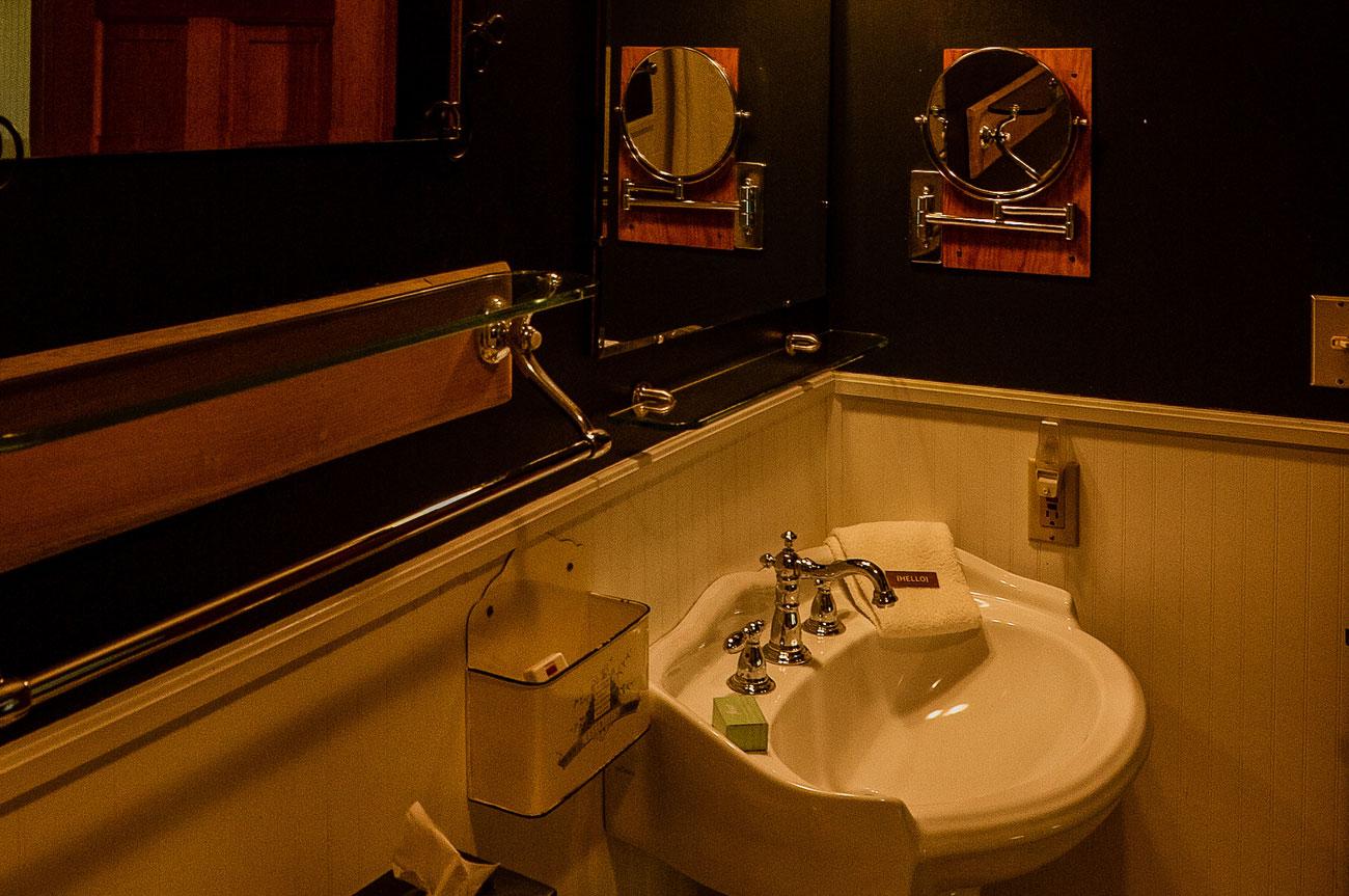 Bathroom Room 9 | AlbergoAllegriaHotelandbreakfastrestaurant | Windham NY