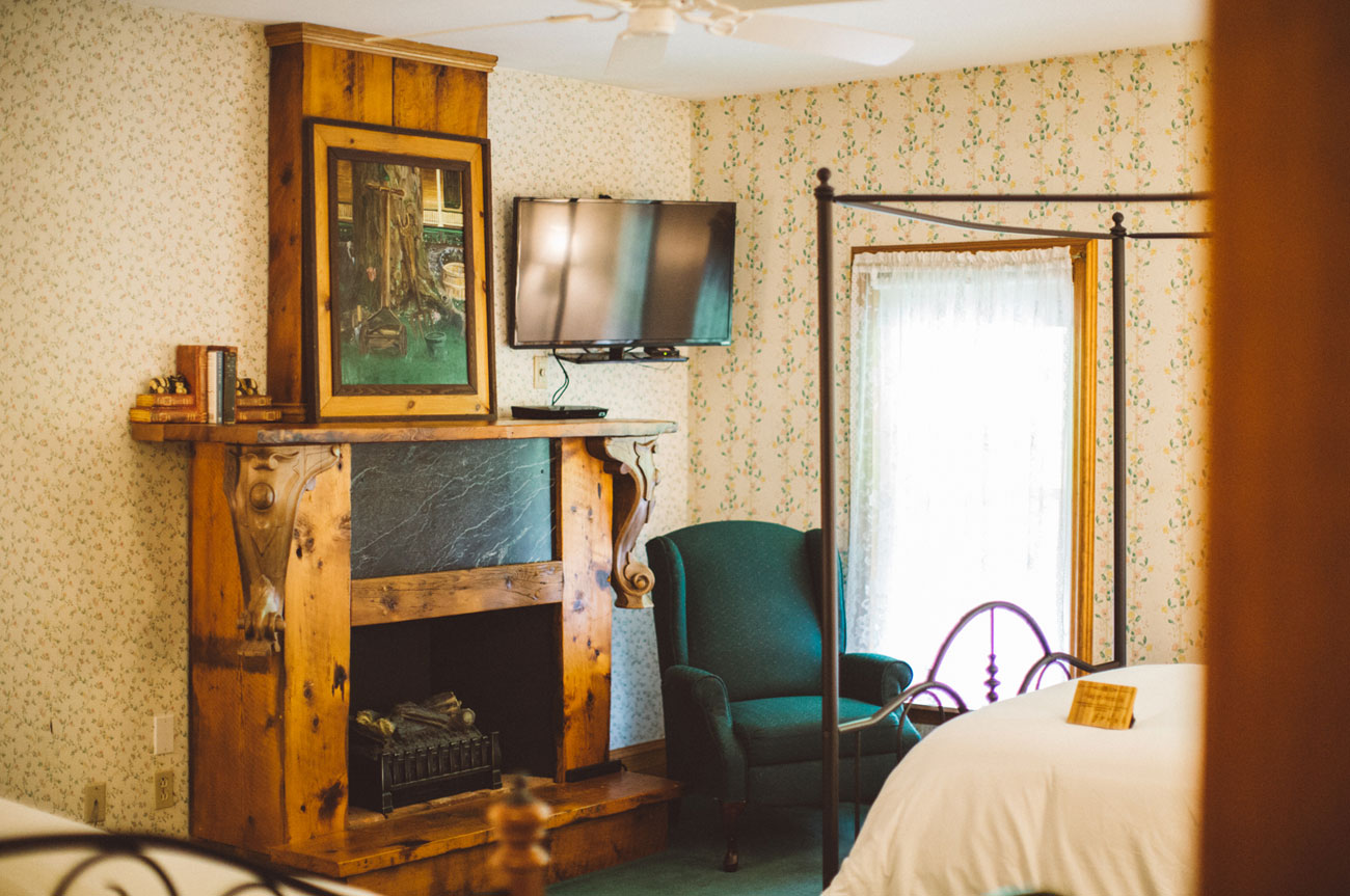 Fireplace Room 15 | AlbergoAllegriaHotelandbreakfastrestaurant | Windham NY