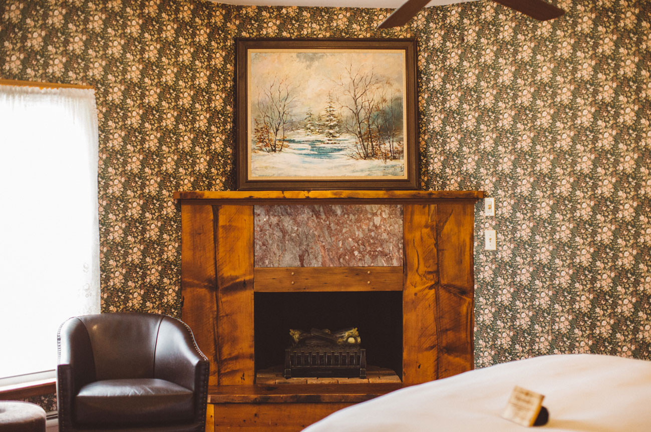 Fireplace Room 16 | AlbergoAllegriaHotelandbreakfastrestaurant | Windham NY