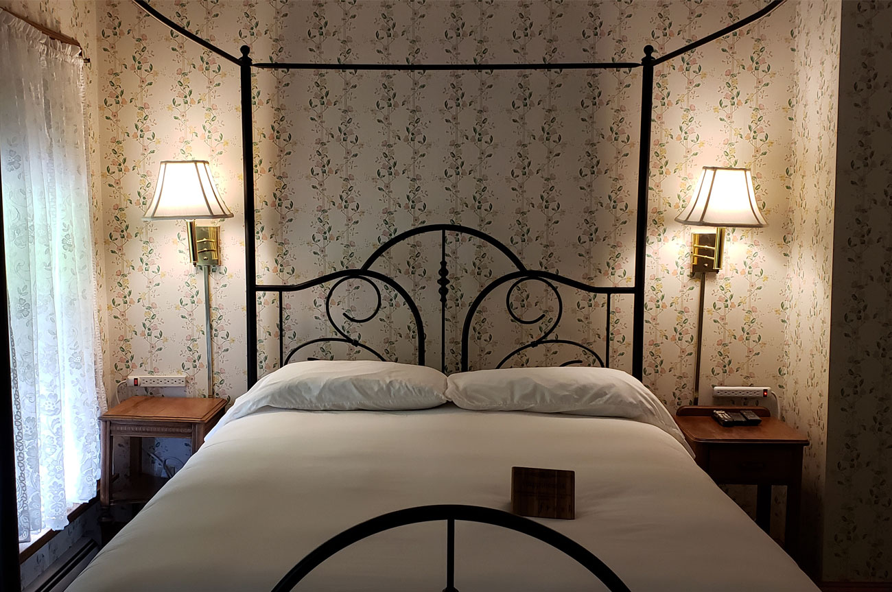 Main Bed Room 15 | AlbergoAllegriaHotelandbreakfastrestaurant | Windham NY