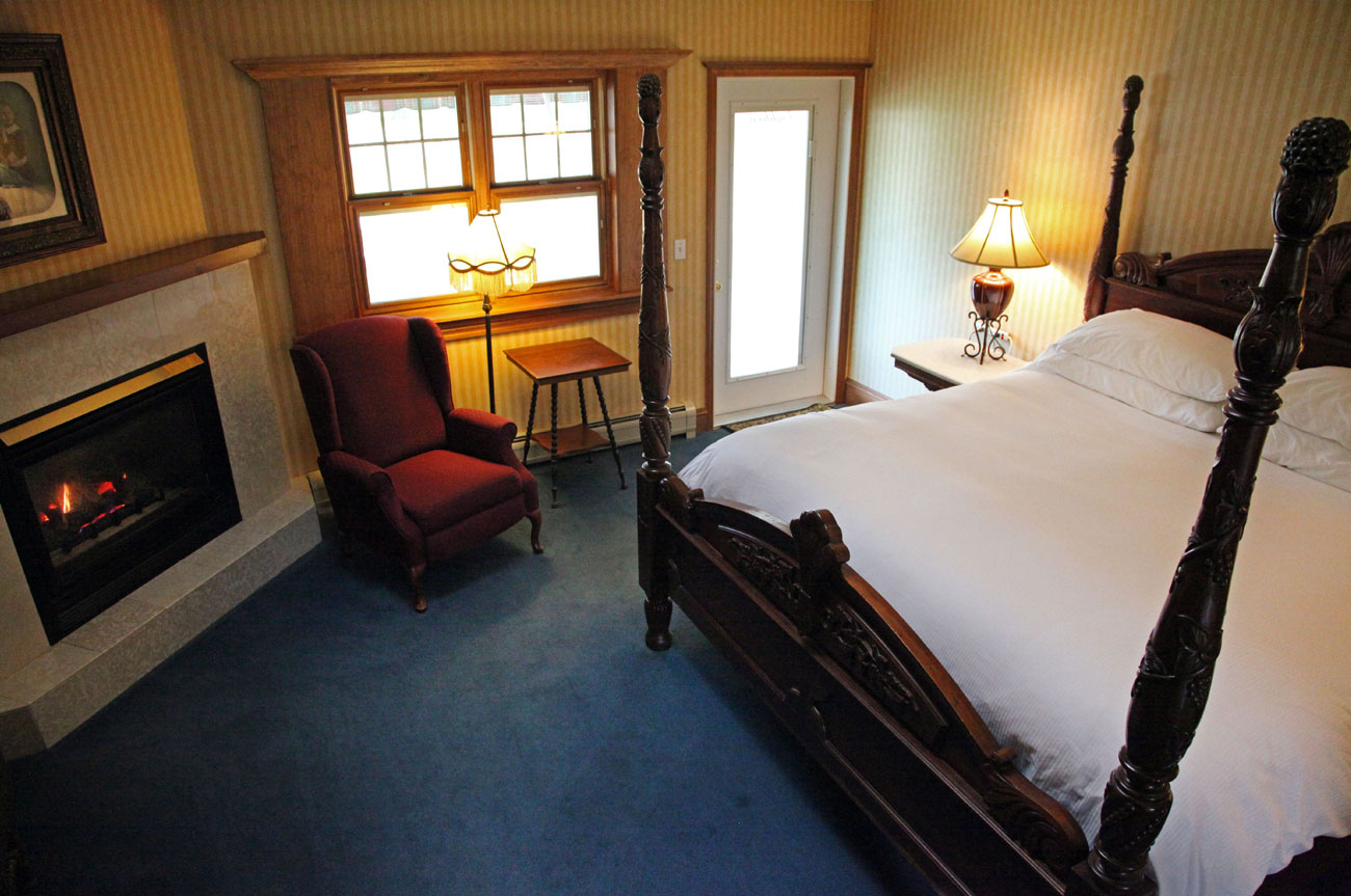 Main Bed Room 18 | AlbergoAllegriaHotelandbreakfastrestaurant | Windham NY