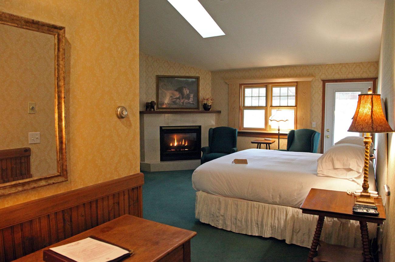 Main Bed Room 20 | AlbergoAllegriaHotelandbreakfastrestaurant | Windham NY