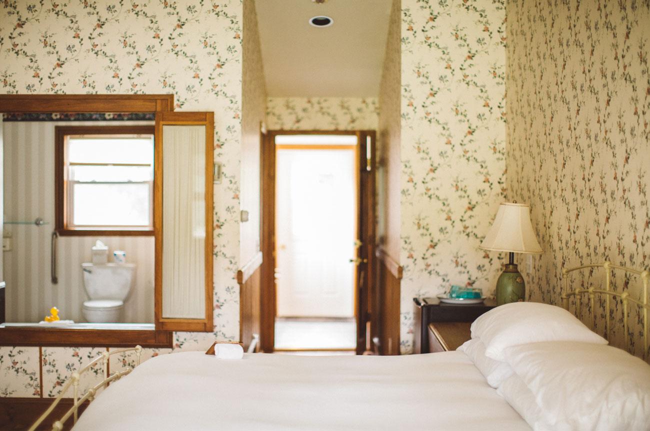 Side Bed View Room 17 | AlbergoAllegriaHotelandbreakfastrestaurant | Windham NY