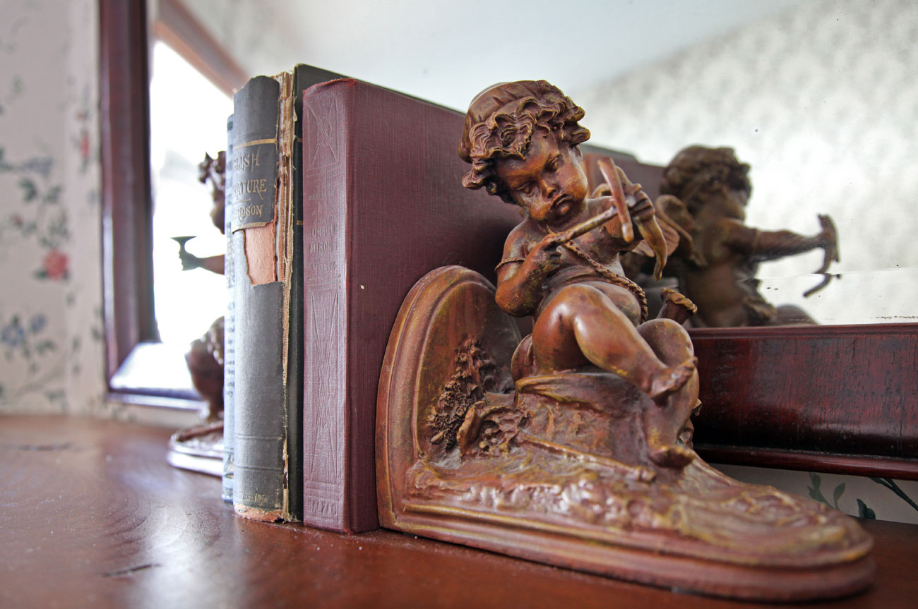 Angel Book Holder Room 17 | AlbergoAllegriaHotelandbreakfastrestaurant | Windham NY