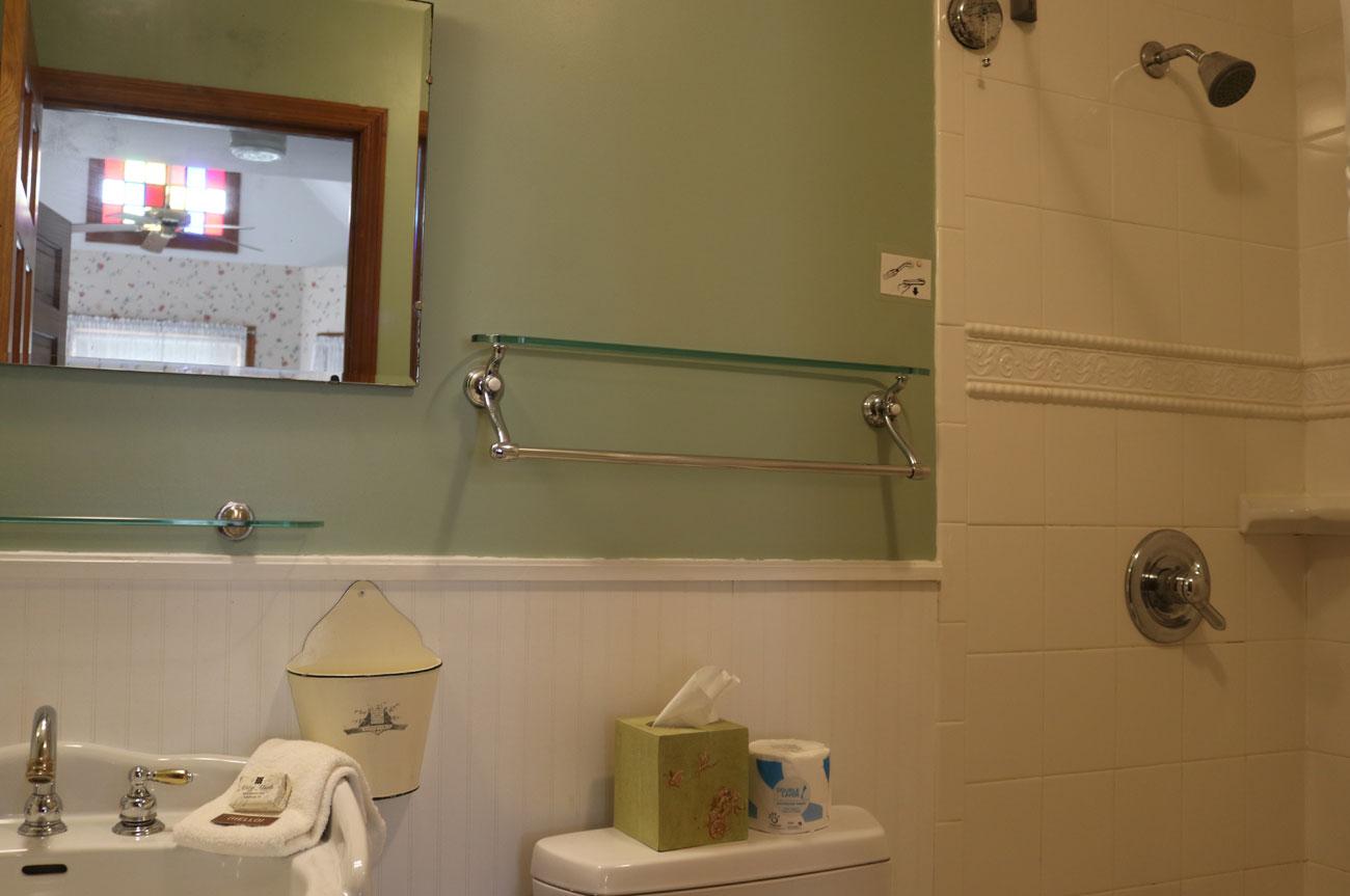 Bathroom Room 8 | AlbergoAllegriaHotelandbreakfastrestaurant | Windham NY
