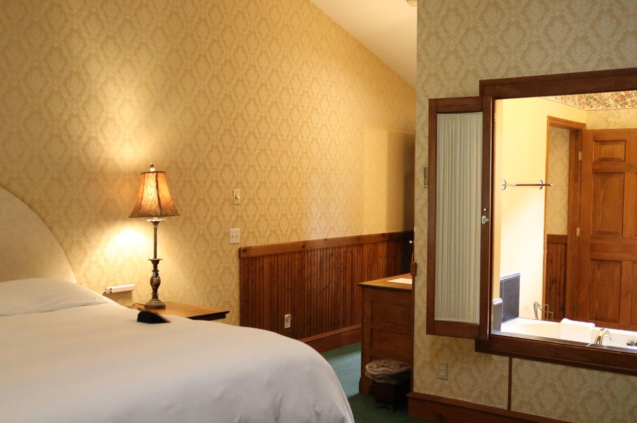 Bed Corner Bath Room 20 | AlbergoAllegriaHotelandbreakfastrestaurant | Windham NY