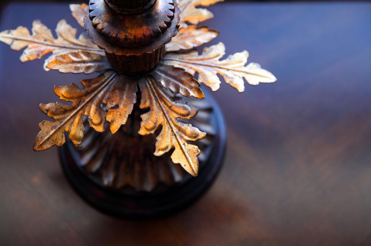 Carved Leaf Furniture Room 17 | AlbergoAllegriaHotelandbreakfastrestaurant | Windham NY