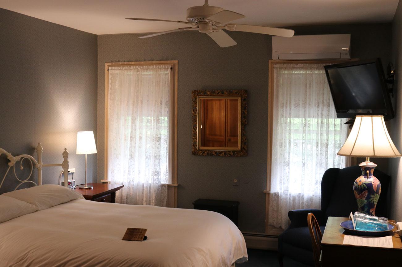 Main Bed Room 10 | AlbergoAllegriaHotelandbreakfastrestaurant | Windham NY