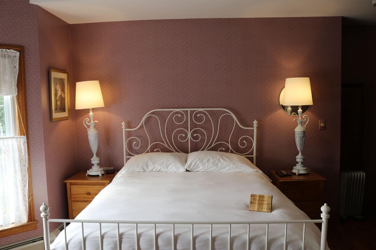 Main Bed Room 7 | AlbergoAllegriaHotelandbreakfastrestaurant | Windham NY