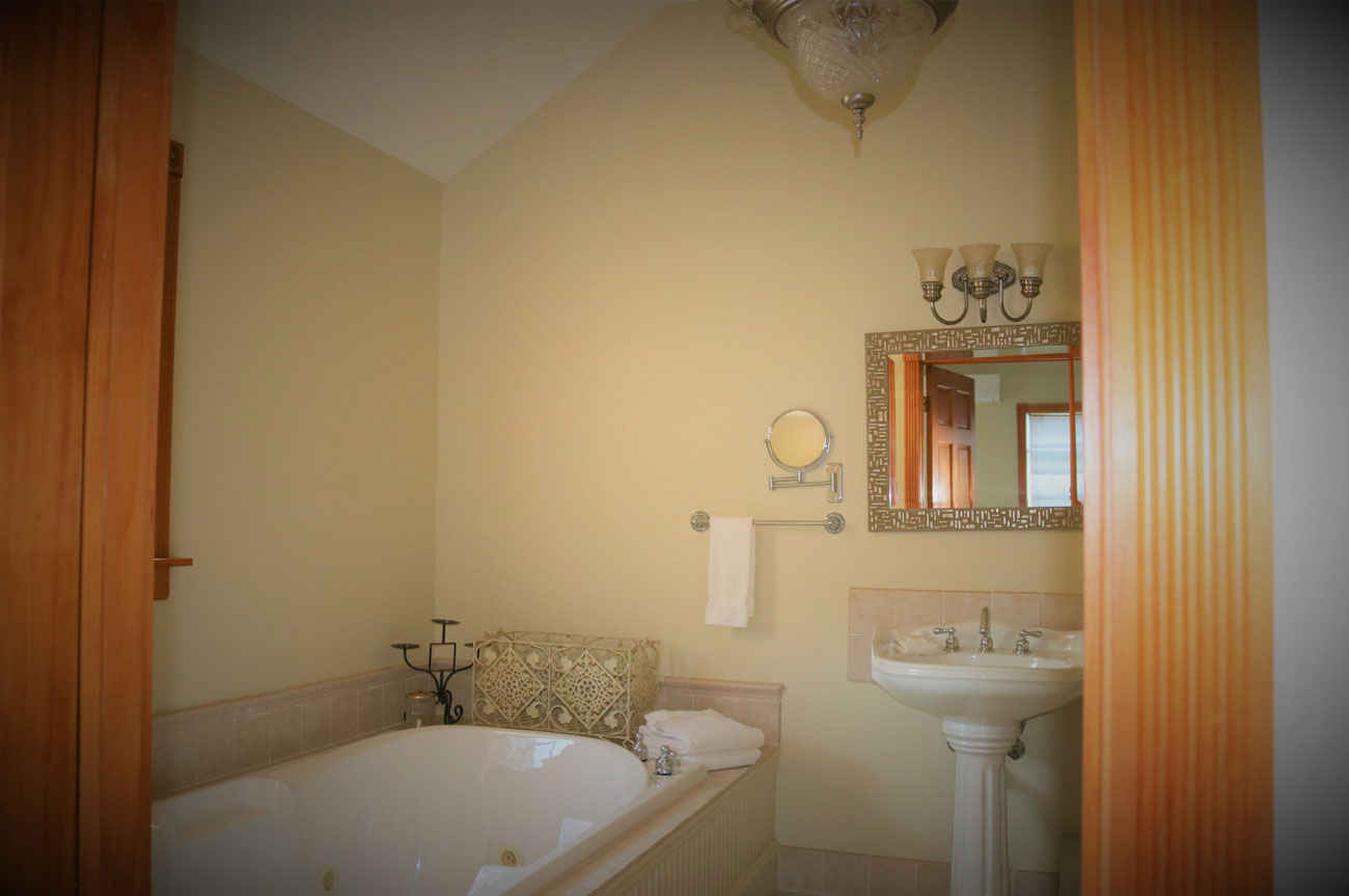 Batavia Bathroom Tub | AlbergoAllegria Bed & Breakfast | Catskills, NY