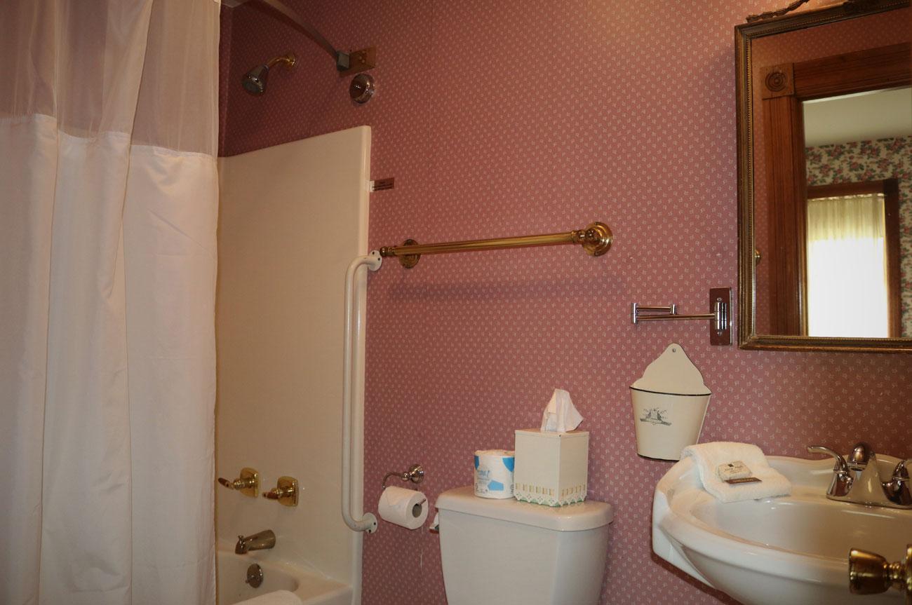 Bathroom Room 2 | AlbergoAllegriaHotelandbreakfastrestaurant | Windham NY
