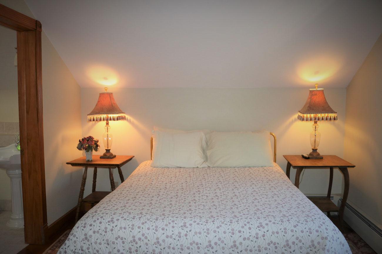 Beaver Main Bed | AlbergoAllegria Bed & Breakfast | Catskills, NY