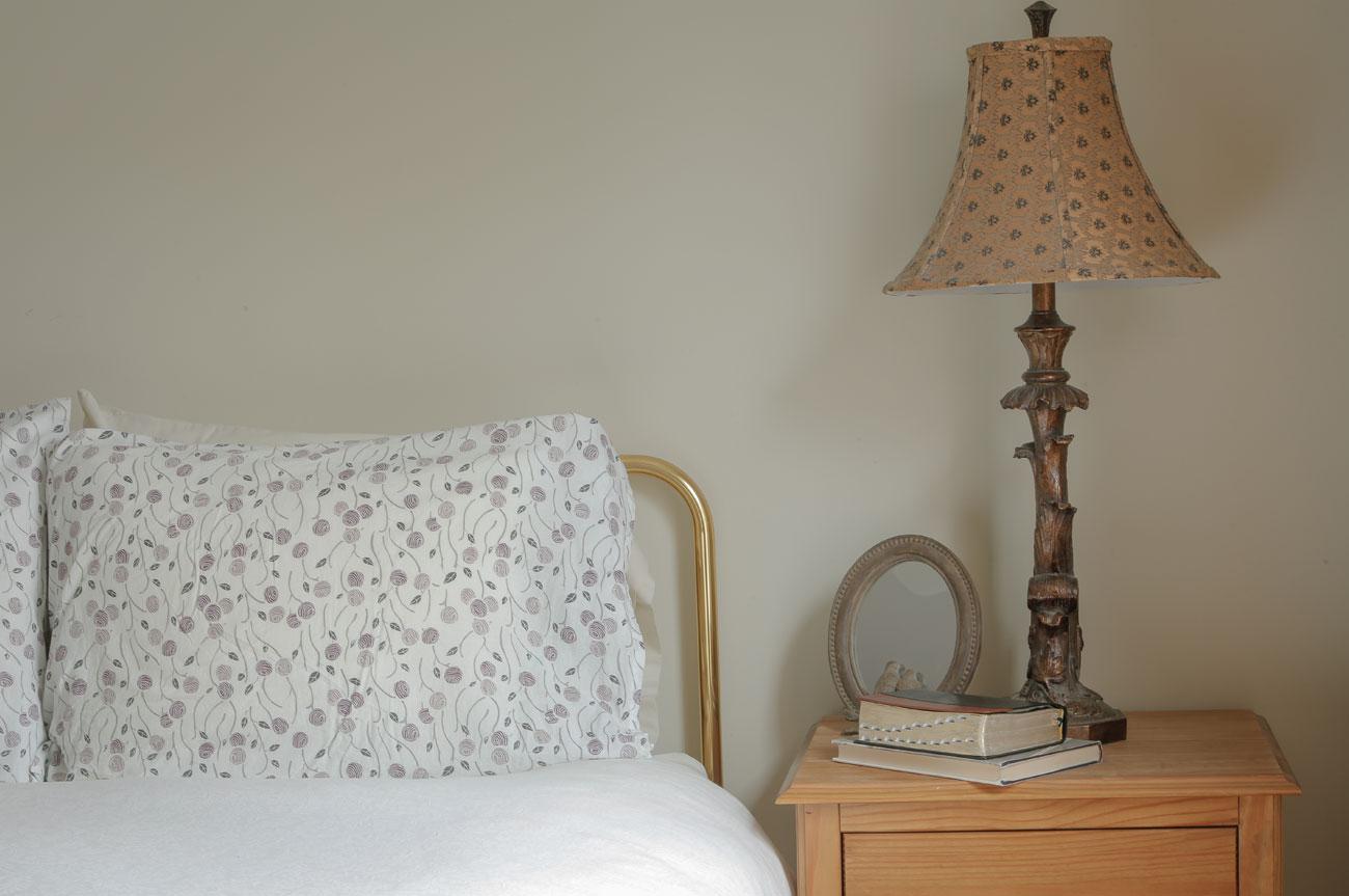 Bed with Lamp Catskill Room | AlbergoAllegria Bed & Breakfast | Catskills, NY