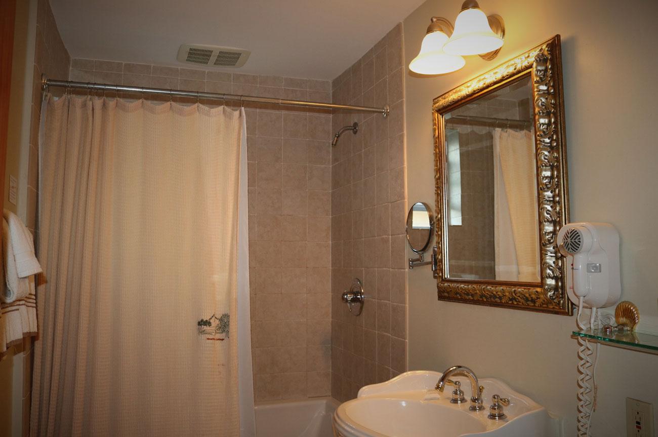 Catskill Bathroom | AlbergoAllegria Bed & Breakfast | Catskills, NY