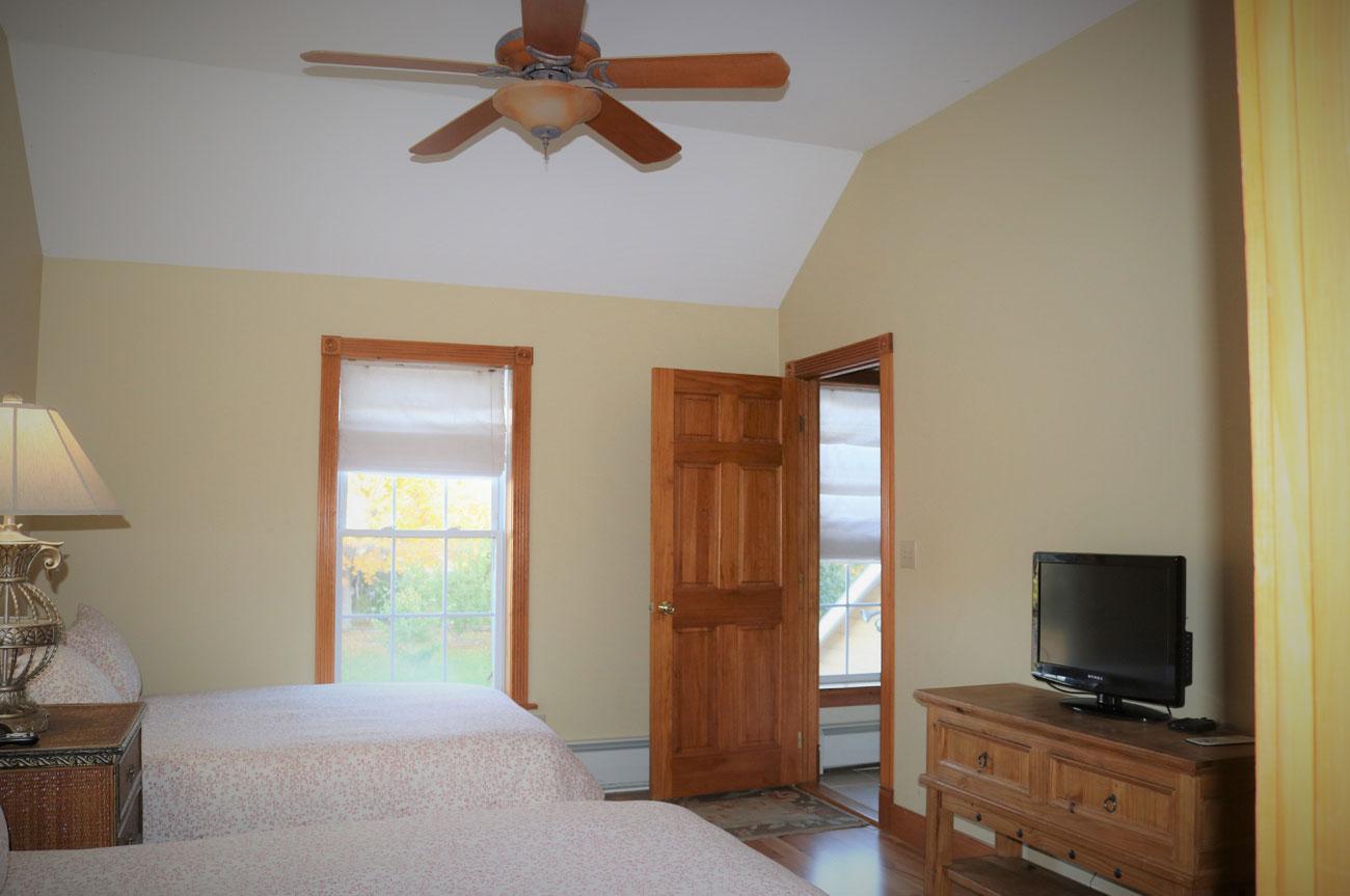 Esopus Full View Room | AlbergoAllegria Bed & Breakfast | Catskills, NY