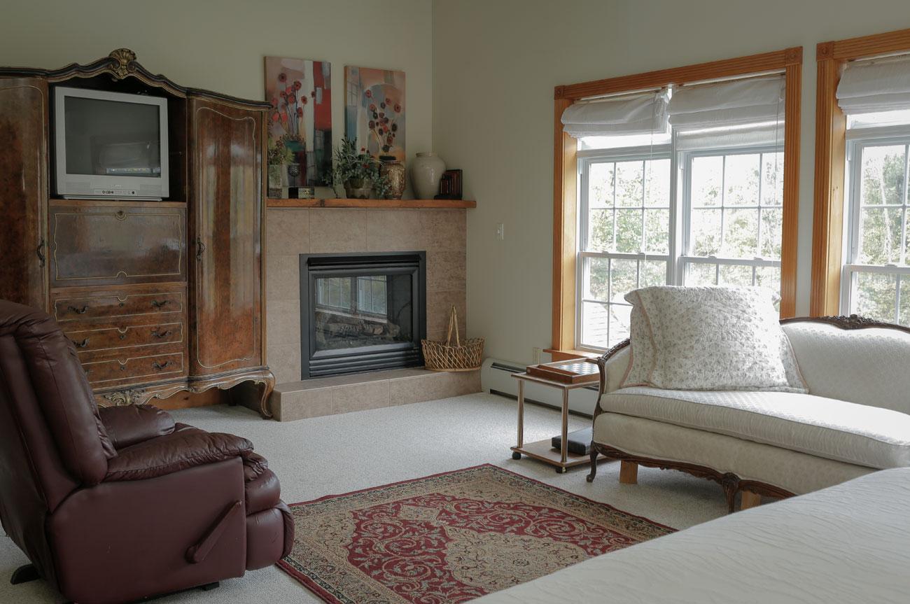 Living Room Batavia Room | AlbergoAllegria Bed & Breakfast | Catskills, NY