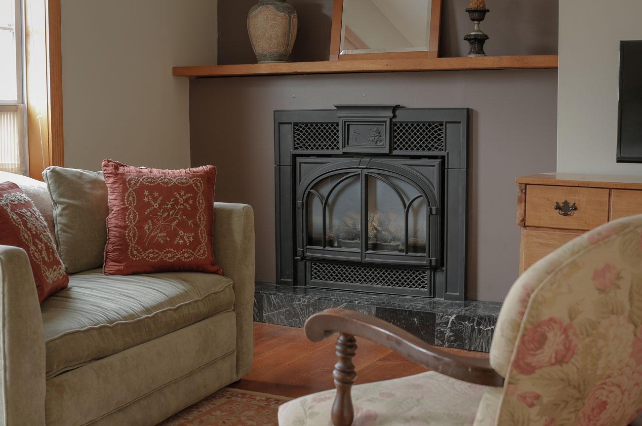 Living Room Beaver Room | AlbergoAllegria Bed & Breakfast | Catskills, NY