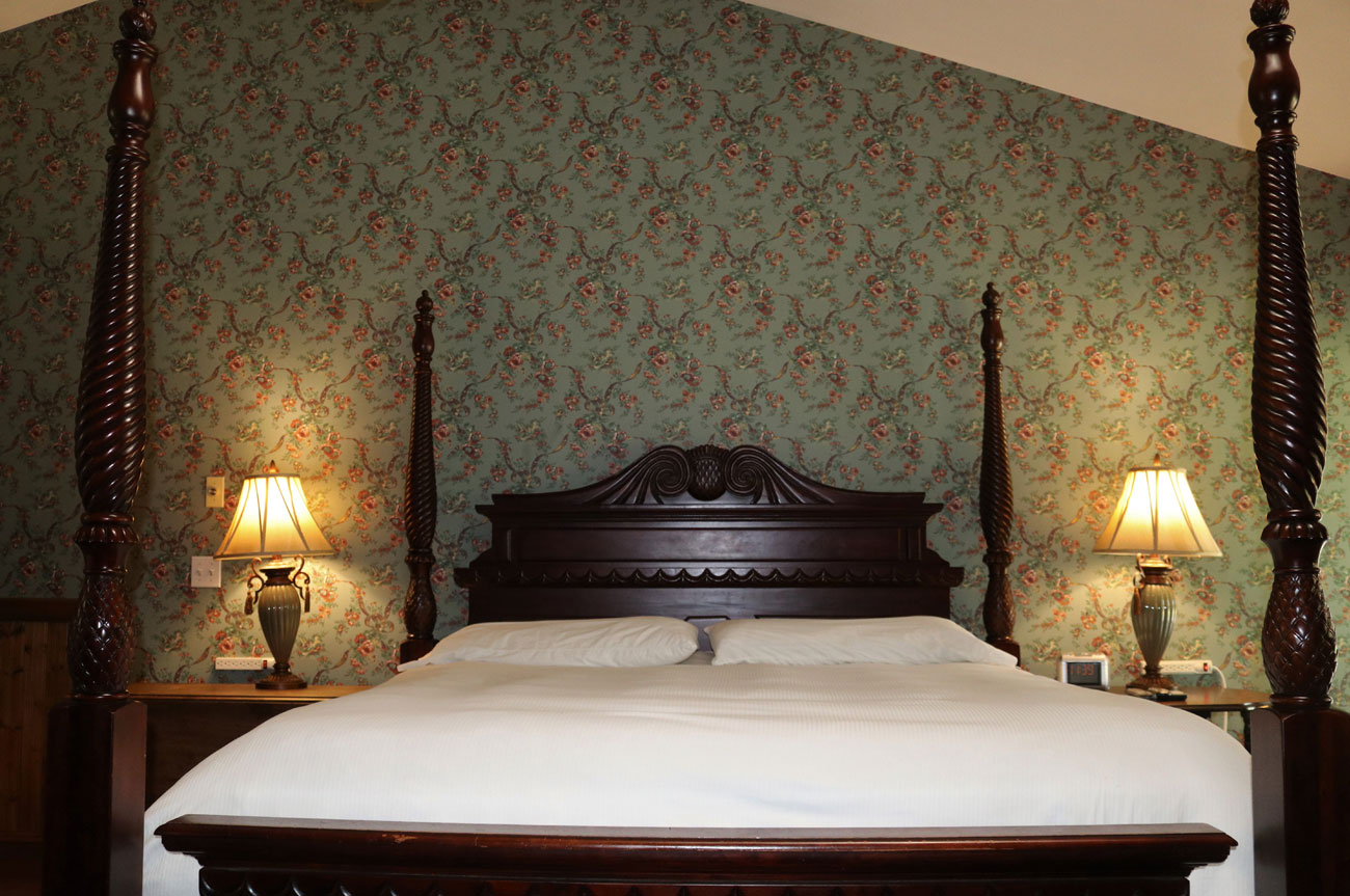 Main Bed Room 19 | AlbergoAllegriaHotelandbreakfastrestaurant | Windham NY