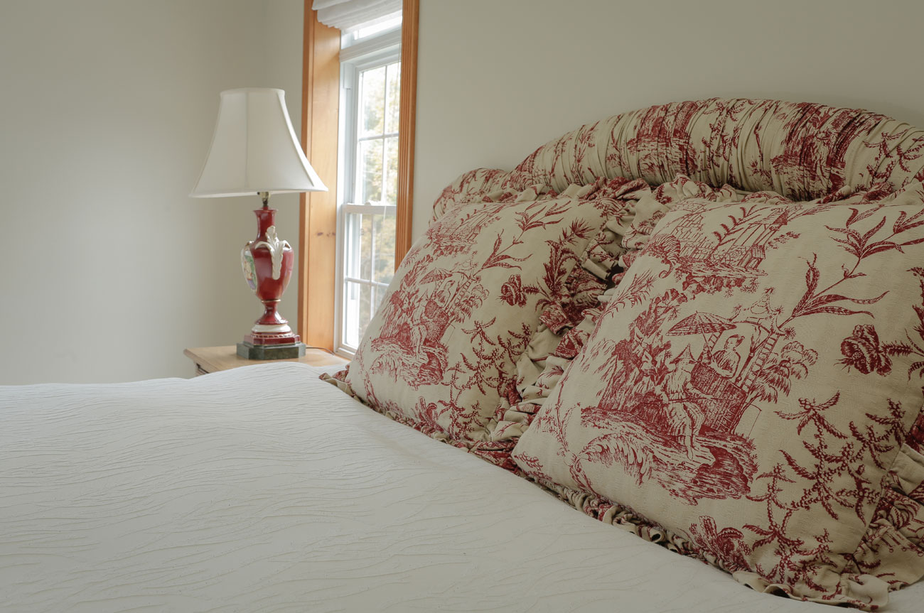 Pillow Batavia Room | AlbergoAllegria Bed & Breakfast | Catskills, NY