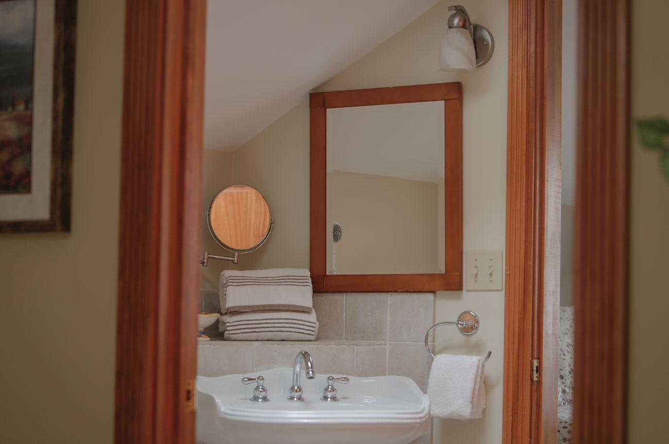 Sink Beaver Room | AlbergoAllegria Bed & Breakfast | Catskills, NY